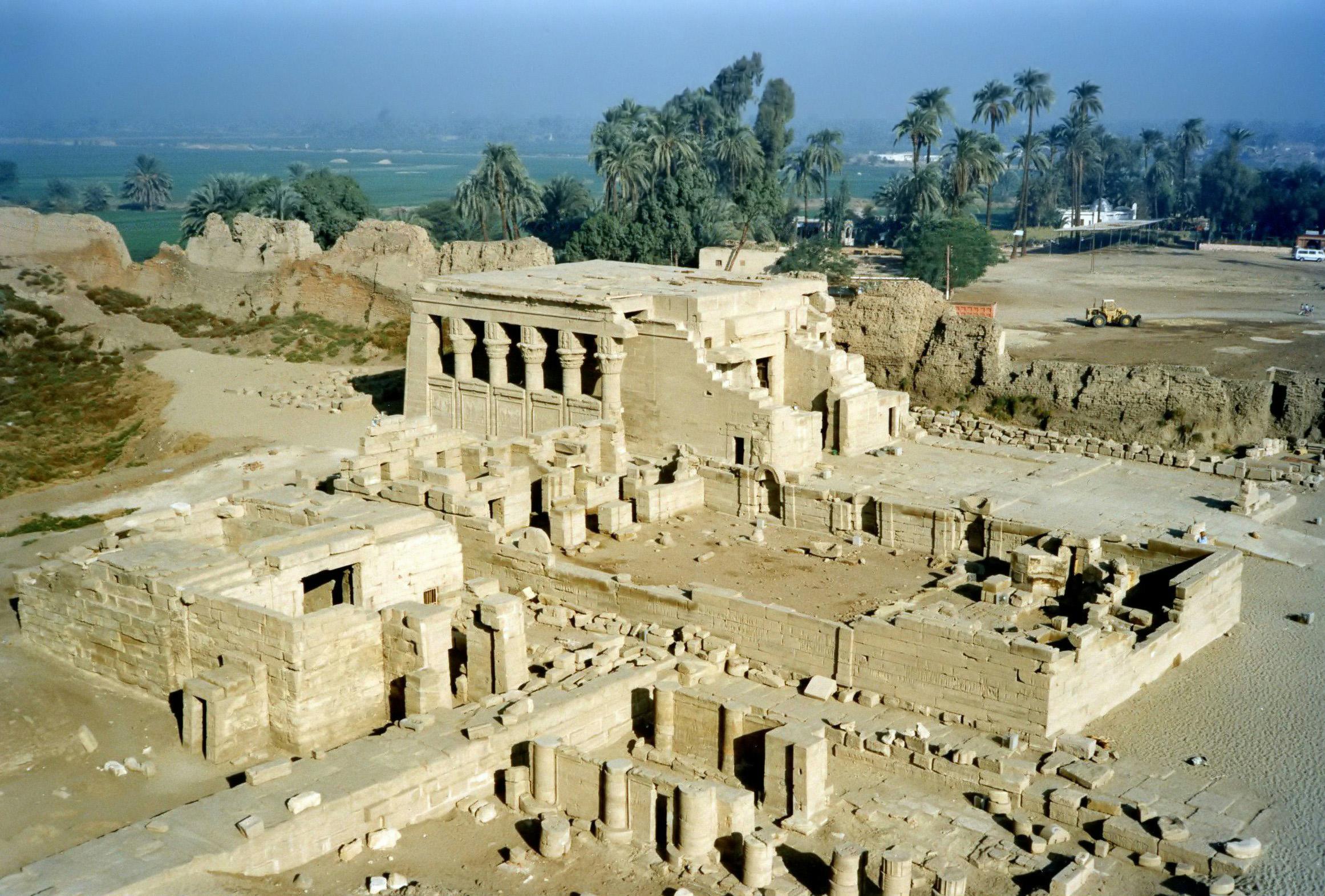Храм Хатхор в Луксоре