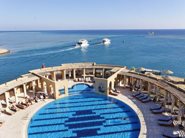 The Three Corners Ocean View - отель принимающий гостей в Апреле