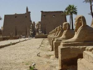 Аллея сфинксов в Луксорском храме