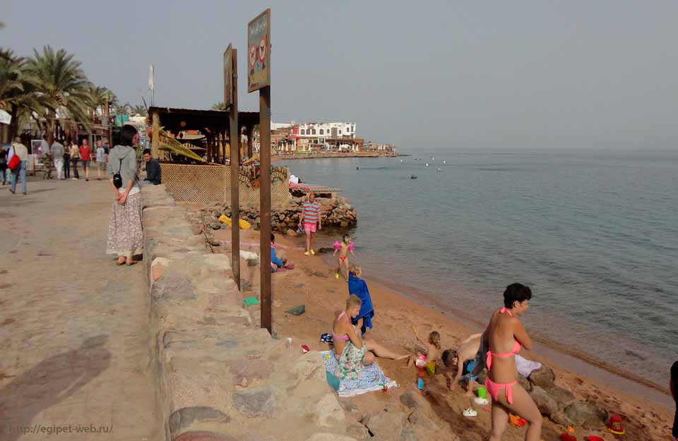 Город Дахаб, пляж