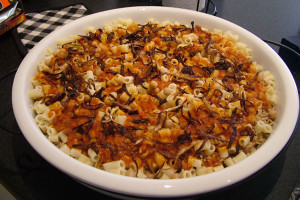 Кушари считается национальным египетским вегетарианским блюдом и состоит из макарон с томатным соусом, который перемешивается с рисом, чечевицей, карамелизированным луком, чесноком и нутом