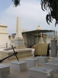 Памятник на могиле моряков с Пересвета на кладбище Порт-Саида