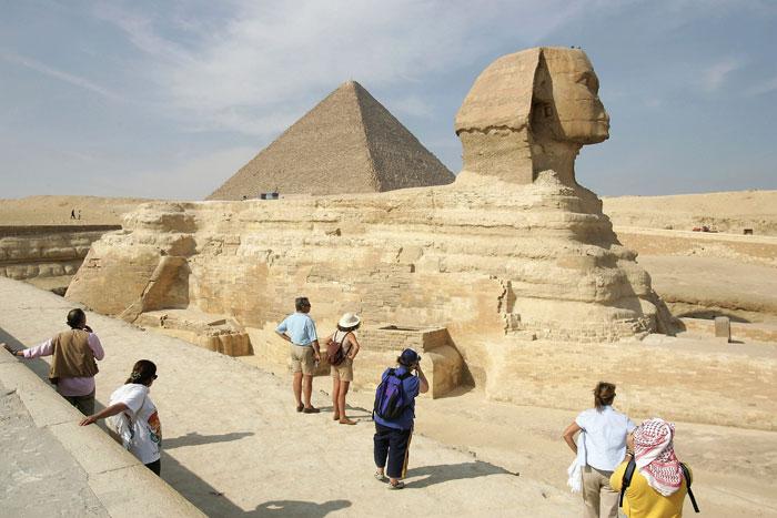 Сфинкс — грандиозная скульптура (высота более 20 метров, длина 57 метров