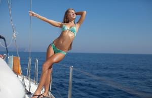 Массу приятных впечатлений обеспечит прогулка по воде на катамаране, катере или яхте